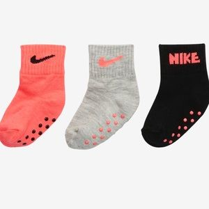 NWT!! Nike Grippy socks 12-24 months